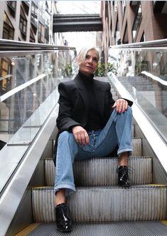 Grece Ghanem la instagramer de 52 años tiene mejor estilo que nosotras 60 Fashion, Over 50 Womens Fashion, Fashion Over 40, Grey Fashion, Timeless Fashion, Autumn Fashion, Street Fashion, Style And Grace, Mom Style