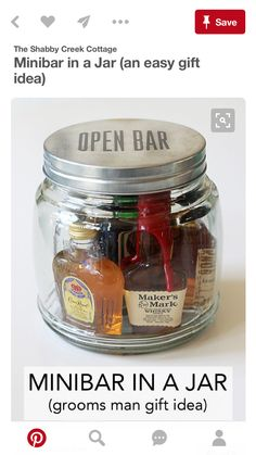 Wedding Gifts For Guests Minibar In A Jar (Gift Idea) - It's customary to give gifts to those involved in your wedding party, mostly to tell them thank you. This minibar in a jar gift idea is great for giving to the best man, any of your groomsme… Diy Gifts For Men, Homemade Gifts For Men, Alcohol Gifts For Men, Gifts For Best Man, Gift Ideas For Groomsmen, Fun Gifts For Women, Cool Gifts For Guys, Groomsmen Presents, Homemade Gifts