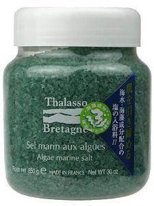 """TARASOBURUTA-NYU ARUGUMARINNSORUTO 850g by Thalasso Bretagne. $68.11. Size: Diameter 95 * height 105 (mm). Japanese retail packaging ( Manual and instruction, if any, are in Japanese only. ). Net weight: 850g (with measuring cup). """"TARASOBURUTA-NYU ARUGUMARINNSORUTO 850g"""" is a Thalasso bath containing high quality salt that contains natural magnesium and seaweed ingredients produced in bretagne in france. It leads to clearly well-knit, healthy skin."""