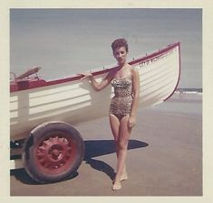 Everyday Life in the Past: Photo Old Pictures, Old Photos, Vintage Photographs, Vintage Photos, Pool Fashion, Vintage Polaroid, Vintage Soul, Bathing Beauties, Aesthetic Photo
