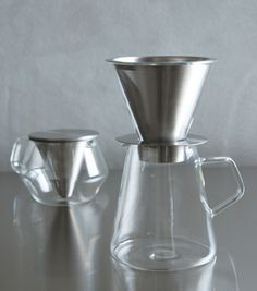 carat コーヒードリッパー&ポット Imagine using such elegant glassware to prepare a beverage? Conical stainless filters and ground glass upper surfaces!