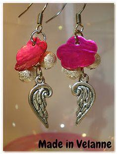 Boucles d'oreille aile d'ange et nacre fuschia avec les ailes d'anges et les perles poussières d'étoiles de chez Breloque & Pendentif