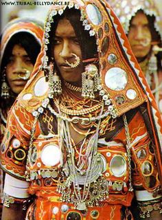 Women of Banjara Tribe , India We Are The World, People Around The World, Tribes In India, Gypsy Culture, Bollywood, Tribal People, Tribal Women, Tribal Belly Dance, Folk Costume