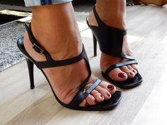 Beautiful Sandals, Foot Toe, Open Toe High Heels, Best Classic Cars, Women's Feet, Sexy Feet, Pretty Woman, Barefoot, Stiletto Heels