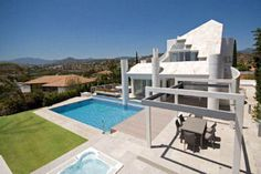 Marbella property developments for sale in Costa del Sol, Spain, Buy off plan property in Marbella Villas, Nerja, Puerto Banus, Location Saisonnière, Concrete Houses, Belle Villa, Luxury Villa, Building A House, Swimming Pools