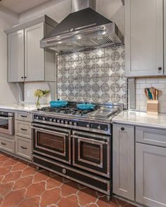 Gorgeous work designed by Marcelle Guilbeau, Interior Designer. Artisan terra-cotta backsplash from our Paris Metro collection.