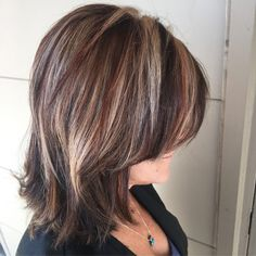 Long black hair with blonde highlights. long bob with blonde and red high lights Black Hair With Blonde Highlights, Blonde Streaks, Brown Blonde Hair, Hair Highlights, Caramel Highlights, Bob Hairstyles For Fine Hair, Layered Bob Hairstyles, Hairstyles Haircuts, Long Black Hair