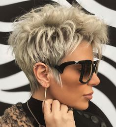 How To Get Your Short Haircut To Be A Chic Hairstyle - Latest Fashion Trends For Woman Stay Breezy, Elegant and Unique Funky Short Hair, Short Hair With Layers, Color For Short Hair, Short Short Hair, Pixie Hair Color, Chic Short Hair, Short Shag, Short Bobs, Short Pixie Haircuts