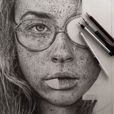 Monica est une artiste qui dessine des oeuvres d'un réalisme saisissant. Avec pour seuls outils des crayons à papier ou de couleur, elle donne vie à des portraits qu'on croirait encore plus vrais que des photographies. Découvrez le travail de cette femme au talent extr...