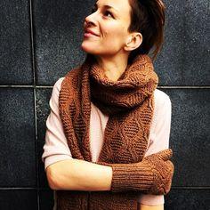 On Sale #aymara #knitwear #babyalpaca #coffee #gloves 43,50€  #caffee #scarf 124,50€ available at https://www.goodshaus.com/AYMARA-Handschuhe-Faeustlinge-Liz-Coffee