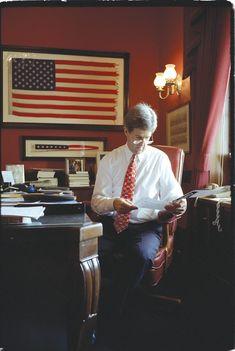 JK John Kerry, Sagittarius