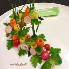 @mahbube_tayebi • Фото и видео в Instagram Vegetable Decoration, Food Decoration, Deco Fruit, Iran Food, Vegetable Carving, Food Carving, Food Stands, Food Garnishes, Food Trays
