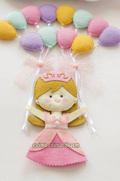 uçan renkli balonlu keçe prenses kapı süsü