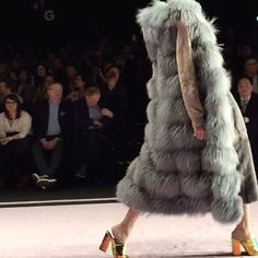 🔝🔝🔝Gianfranco Ferré Furs @theonemilano New 🔥Collection #fw18 Very #amazing 😍😍😍🔜 New post in my blog ☑️www.modablogger.eu Thank you @guitarpressoffice 🇮🇹#italianfurfashionnight 🎥by @matryoshka.g @tbstudiomilano #exclusive #mfw 💣💣💣💣💣