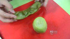 The Easiest Way To Peel a Kiwi