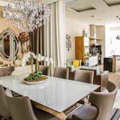 Salle à manger moderne par lee+mir moderne | homify Conference Room, Table, Furniture, Home Decor, Dining Room Modern, Design Ideas, Decoration Home, Room Decor, Tables