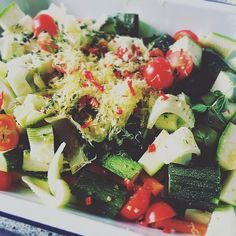 Summer Roast ... So Ridiculously Good. - - #endometriosis #endofood #fodmap #fodmapdiet #endodiet #whatieat #fodmapfriendly #bonappetit#f52grams #food52#theartofslowliving #myopenkitchen #summer #cherrytomatoes #zucchini #fennel #ovenroastedveggies #healthyfood #weeknights