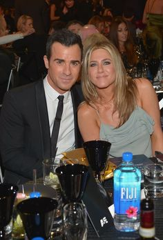 Pin for Later: Jennifer Aniston and Justin Theroux Smolder at the Critics' Choice Awards