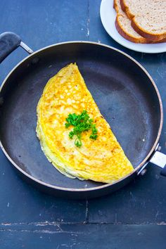 How to make an easy cheese omelette. Learn how to make the best cheese omelette for an easy breakfast recipe. Easy Omlet Recipes, Cheese Recipes, Cooking Recipes, Easy Omelette Recipe, Egg Recipes, Kitchen Recipes, Lunch Recipes, Delicious Recipes, Vegetarian Recipes