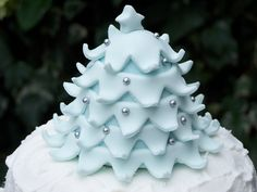 https://flic.kr/p/5LP4ca   Christmas Cake Topper   My cakey mate Ros baked this one for me & I decorated. For our family christmas cake it's always GOT to be a royal icing 'snow storm' effect, it's traditional!  The topper is rice krispie cake with sugarpaste covering and edible glitter and dragees.  Merry christmas, everyone!