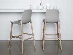 Cadeira alta de poliuretano Coleção Sharky by Kristalia | design Neuland Industriaedesign