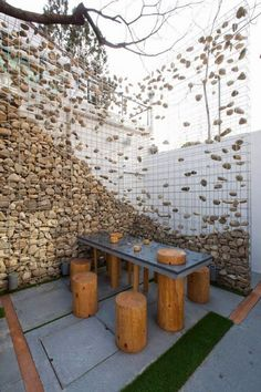 29 Gorgeous Gabion Fence Design for Garden Ideas - Decoradeas Gabion Fence, Gabion Wall, Gabion Cages, Concrete Fence, Wire Fence, Landscape Architecture, Landscape Design, Gabion Baskets, Garden Screening