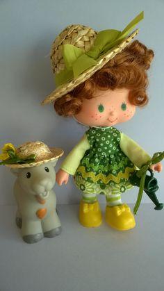 Honeydew and Nannyberry Vintage Strawberry Shortcake Dolls, My Family History, 90s Toys, Custom Dolls, Honeydew, Vintage 70s, Childhood Memories, Shark, Fun Stuff
