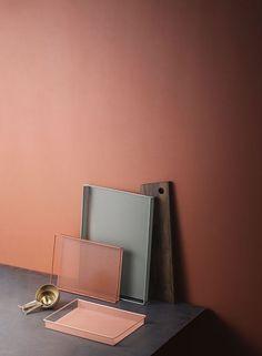 Varme farger terrakotta vegger, blågrønn, brun og rosa kombinasjon