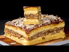 The cake that made the planet crazy. Part it is-Der Kuchen, der den Planeten verrückt machte. Baking Recipes, Cake Recipes, One Layer Cakes, Scones Ingredients, Banana Cupcakes, Rainbow Food, Romanian Food, Food Cakes, Love Cake