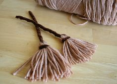 Mini Halloween Witch's Brooms.project for Beth's class this coming Halloween Manualidades Halloween, Easy Halloween Crafts, Halloween Kids, Halloween Witches, Wiccan, Magick, Arte Do Harry Potter, Classroom Halloween Party, Room On The Broom