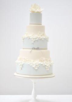 Magnolia wedding cake