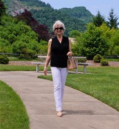 Stylish Outfits For Women Over 50, Clothes For Women, French Wardrobe Basics, Soy Ginger Dressing, Chimney Rock State Park, Hot Weather Outfits, French Outfit, Over 60 Fashion, Summer Street