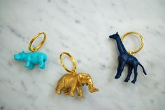 How to make DIY colorful keychains on jane-can.com. These keychains are made with small toy animal and Martha Stewart craft paint. These animal keychains are so simple to make and easy to find at the bottom of your purse!