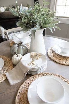 Fall Decor Ideas and Inspiration for Using Neutral Colors Fall Decor Ideas - From the family room to the farm table centerpiece, I'm sharing simple ideas for DIY fall decorating that will add a seasonal touch to your modern farmhouse. Modern Fall Decor, Fall Home Decor, Autumn Home, Diy Home Decor, Fall Table Centerpieces, Table Decorations, Farm Table Decor, Thanksgiving Decorations, Seasonal Decor