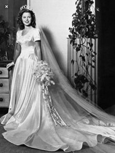 Singer Shirley Temple was married on 1945 to Sgt. John Agar, their wedding took place at the HollywoodWilshire Methodist Church. Shirley Temple had a satin gown with a fitted bodiceand short sleeves Absolutely BEAUTIFUL! Vintage Wedding Photos, Vintage Bridal, 1940s Wedding, Vintage Weddings, Unique Vintage, Real Weddings, Temple Wedding, Wedding Bride, Wedding Tips