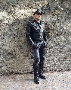 Leather Men, Leather Pants, Jackets, Fashion, Leather, Recipes, Leather Jogger Pants, Down Jackets, Moda