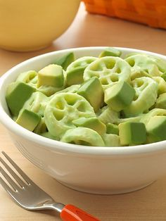 I'm always looking for ways to change macaroni and cheese. I love making it home made and I love it in it's original form but when I saw Avocados from Mexico make this recipe I had to share it with everyone. I'm not sure my kids would eat it, I'll have to ask my husband if he wo