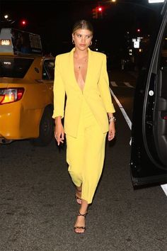 Marvelous Style Sofia Richie Fashion Style Ideas For Summer To Copy - Whether you're spending time relaxing on a beach, touring a European city or reading outside in your own back yard, you'll want to be feeling fashiona. Basic Wardrobe Essentials, Simple Wardrobe, Wardrobe Basics, Professional Wardrobe, Work Wardrobe, Capsule Wardrobe, Sofia Richie, Winnie Harlow, Emily Ratajkowski