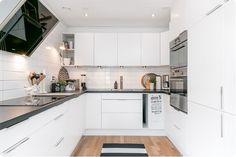 Fint och modernt kök White Doors, Interior Designing, Kitchen Ideas, Kitchens, Kitchen Cabinets, Flat, Cooking, Tips, House