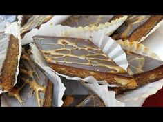 Make the tastiest cake with just 4 ingredients. Recipe Without oven Biscuits, Exotic Food, No Cook Desserts, Biscuit Cookies, Chocolate, Tray Bakes, Sweet Tooth, Good Food, Pie