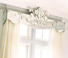 Renée Finberg ' TELLS ALL ' in her blog of her Adventures in Design: Mirrored Pelmets And Cornice Boxes For Window Treatments and Curtains Cornice Box, Cornice Boards, Cornice Ideas, Drapery Ideas, Window Pelmets, Curtain Designs For Bedroom, Window Toppers, Curtain Styles, Kitchen Window Treatments