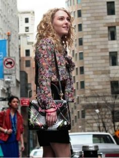 AnnaSophia Robb: 'The Carrie Diaries' Pilot Pics!: Photo AnnaSophia Robb flirts with Austin Butler in this first look still from The Carrie Diaries pilot. The show's official summary: It's and life isn't easy… Bow Blouse, Floral Blouse, 80s Fashion, Fashion History, Fashion Documentaries, The Carrie Diaries, Annasophia Robb, Short Waist, Cool Style