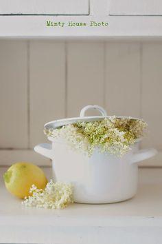Minty House Blog Elderberry Season, Minty House, Big Meals, Elderflower, Food Trends, Happy Colors, Berries, Lemon, Herbs