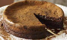 Torta al cioccolato fondente morbida, la ricetta definitiva | I dolcetti di Paola