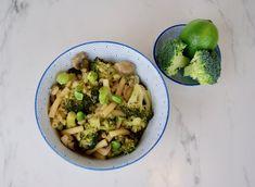 One-pot pasta et légumes verts Pots, Menu, One Pot Pasta, Vegan, Vegetables, Key Lime, Vegetable Stock, Cilantro, Snap Peas