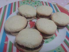 Biscoitos de polvilho doce recheado de Brigadeiros de framboesa Encomendas Patalmeida7@gmail.com  Cozinha mágica Pat