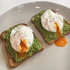 You can't go wrong with the classic poached eggs on toast ☺ . - You can't go wrong with the classic poached eggs on toast ☺️ – - Think Food, I Love Food, Good Food, Yummy Food, Tasty, Delicious Meals, Clean Eating Snacks, Healthy Snacks, Healthy Eating