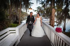 Wedding pictures on the pier #lakewedding #weddingpictures #weddingphotoideas #weddingdress #paradisecove  Photo copyright: Matt Jylha Photography