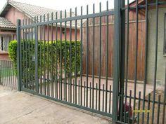 Iron Gate Design, House Gate Design, Fence Design, Casa Patio, Boundary Walls, Beach House Plans, Wrought Iron Fences, Modern Fence, Entrance Gates