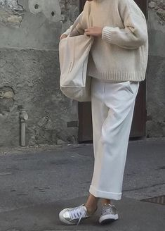 Very Spring outfit and vey me. in it - Very Spring outfit and vey me… in it Source by britta_loetsch - Fashion Now, Fashion Pants, Urban Fashion, Retro Fashion, Fashion Outfits, Womens Fashion, Mode Simple, Cooler Look, Inspiration Mode